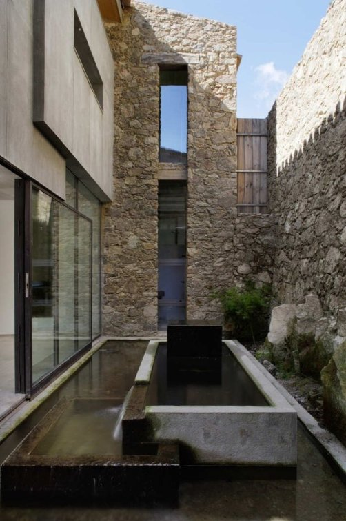 spanish-stable-turned-contemporary-stone home-8-thumb-630x945-9440